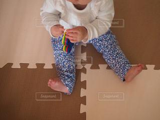 赤ちゃんの春服コーデの写真・画像素材[1952220]