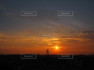 自然,風景,空,屋外,太陽,赤,雲,綺麗,晴れ,青,黒,夕暮れ,アジア,山,景色,影,シルエット,オレンジ,光,観光,背景,美しい,外,癒し,旅行,旅,熊本,日本,太陽光,ブルー,阿蘇,イエロー,日の入り,グラデーション,橙
