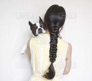 女性,犬,動物,フレンチブルドッグ,ヘアスタイル,後ろ姿,いぬ,三つ編み,ヘアアレンジ,編み込み,わんちゃん