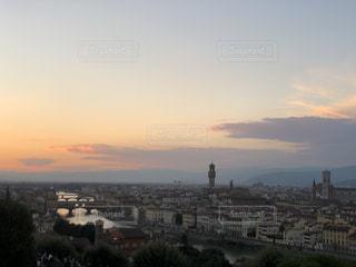 街に沈む夕日の写真・画像素材[1851633]