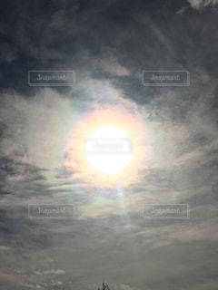 太陽と虹の輪の写真・画像素材[1861584]