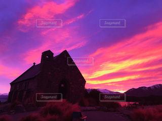 背景の夕日の家の写真・画像素材[1853236]