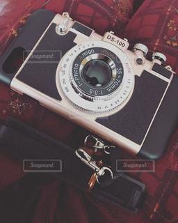 カメラの上に座って荷物のバッグの写真・画像素材[1854858]