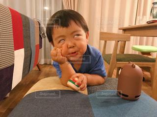 変顔の男の子の写真・画像素材[1320762]