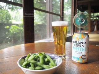 ビールグラスと縁側と枝豆の写真・画像素材[1328252]