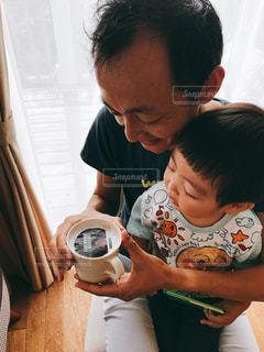 男の赤ん坊を保持の写真・画像素材[1478024]