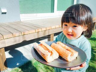 子ども,縁側,人,フランスパン,ホットドック,ジョンソンヴィル