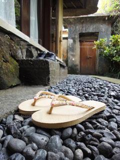 庭,縁側,旅行,ビーチサンダル,石,リゾート,バリ,ミルクティー色,丸石