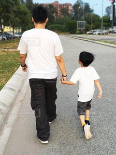子ども,屋外,親子,子供,Tシャツ,コーディネート,男の子,父子,コーデ,父,お揃い,白シャツ,半袖