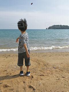 子ども,海,屋外,ビーチ,後ろ姿,子供,男の子,石投げ