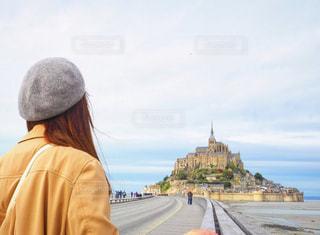 後ろ姿,ベレー帽,人物,背中,人,フランス,ひとり旅,モンサンミッシェル,女子ひとり旅