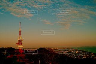 夕焼けの湘南平テレビ塔の写真・画像素材[1870699]