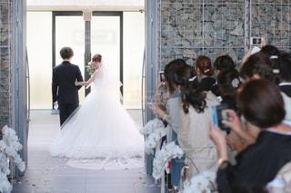 風景,後ろ姿,結婚式,ドレス,人物,背中,人,後姿,新郎,新婦,チャペル,ウェディング,ベール