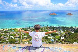 風景,海,空,屋外,青空,晴天,青,後ろ姿,人物,背中,人,後姿,ハワイ