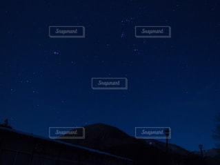 夜に見上げる空の景色の写真・画像素材[1863385]