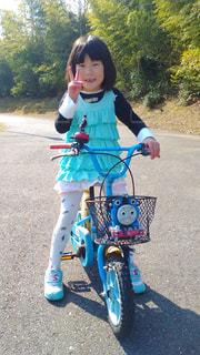 自転車に乗った子の写真・画像素材[1875780]