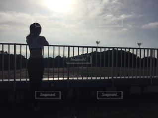 女性,空,スポーツ,屋外,後ろ姿,背中