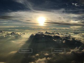 雲上の夕暮れの写真・画像素材[1876497]