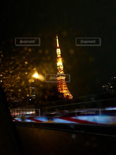 空,建物,東京タワー,夜,夜景,雨,東京,タワー,都会,高層ビル,照明,明るい,雨の日,車窓から