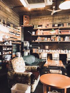 本棚のあるカフェの写真・画像素材[2253585]
