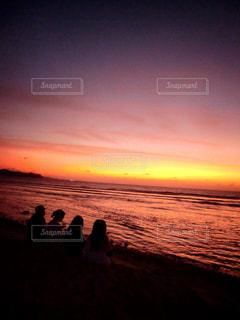 浜辺の夕日の写真・画像素材[2331391]