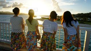 夕焼け女子の写真・画像素材[2069076]