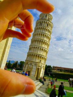 ピサの斜塔で遠近法の写真・画像素材[2069093]