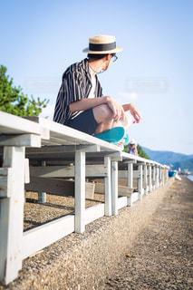 夏の海辺のファッションの写真・画像素材[2104800]