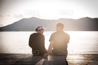 海辺のカップルの写真・画像素材[2131820]