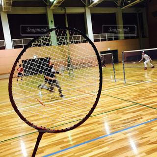 スポーツ,休日,仲間,ラケット,バトミントン,室内スポーツ,インドアスポーツ