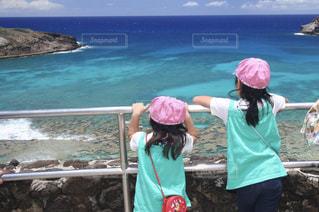 海,後ろ姿,女の子,ハワイ,姉妹