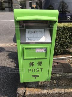 びっくり緑色ポストの写真・画像素材[2103351]