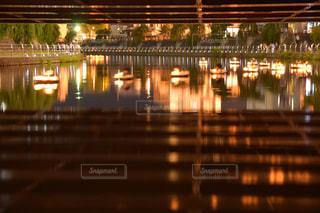 大きな橋が夜ライトアップの写真・画像素材[1879786]