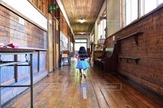 アリスが走るの写真・画像素材[2513352]