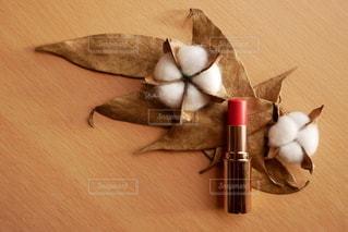 葉,口紅,机,美容,コスメ,化粧品,わた,オレンジ系,ゴールドの葉