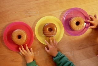 おやつのドーナツの写真・画像素材[2747006]