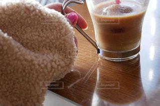 コーヒーを持つ手の写真・画像素材[2916732]