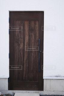木目の扉の写真・画像素材[2921653]