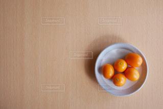 テーブルの上の金柑の写真・画像素材[3006653]