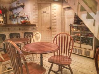 カフェ,白,茶色,椅子,テーブル,家具,ベージュ,オシャレカフェ,フォトジェニック,インスタ映え,ミルクティー色,ミルクティーカラー,ミルクティー加工,ミルクティー色フォト♡