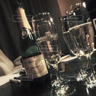 食事,お酒,屋内,ボトル,グラス,ご飯,乾杯,ドリンク,シャンパン,アルコール,おしゃれ,女友達,bbf