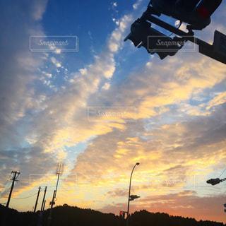 青い曇り空の雲の写真・画像素材[1901235]