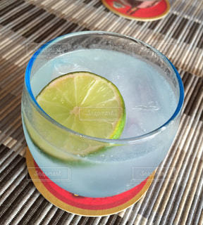 グラス,ライム,カクテル,乾杯,ドリンク,カンボジア,ライムジュース,トニックウォーター,コアントロー,ホワイトリキュール