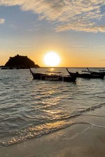 風景,海,空,屋外,太陽,ビーチ,ボート,水面,海岸,光,初日の出