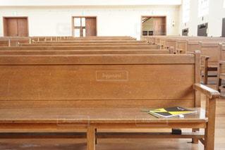 木製ベンチの写真・画像素材[1942978]