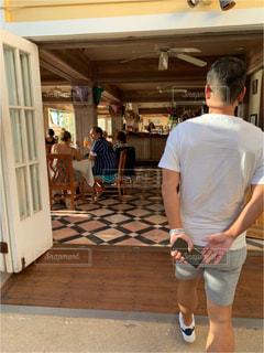 男性,カフェ,海外,後ろ姿,人物,背中,人,後姿,ハワイ,おじさん