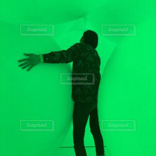 男性,緑,後ろ姿,男,光,人物,背中,人,後姿,不思議