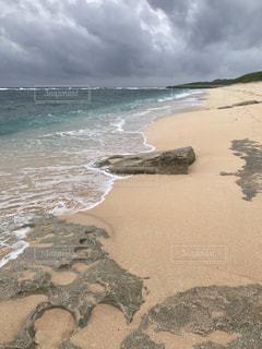 波照間島の海に隣接する砂浜の写真・画像素材[2333761]