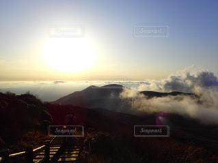 雲海と夕日の写真・画像素材[2877942]