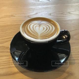 飲み物,カフェ,茶色,テーブル,カップ,ラテアート,ベージュ,木目,コーヒーカップ,ミルクティー,インスタ映え,ミルクティー色